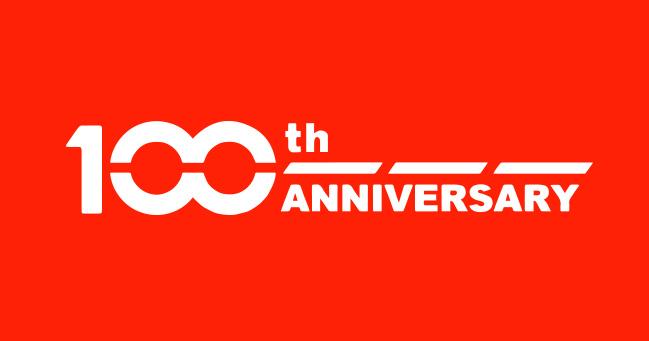 O ano marca o centésimo aniversário da marca japonesa que começou em 1920  como Suzuki Loom Manufactoring.  O espírito empreendedor de seu  fundador Michio Suzuki - um aprendiz  de carpinteiro da pequena vila  de Hamamatsu no Japão - deu início  a uma das marcas mais emblemáticas  da indústria automobilística mundial.