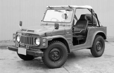 1974 A Suzuki começa sua aventura internacional a partir da Austrália, com o lançamento do LJ50, uma versão mais potente do LJ10 que era vendido no Japão.